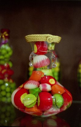 Show piece with artificial fruits